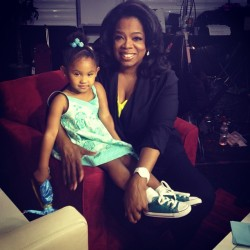 Violet is one lucky girl! Today she met THE LEGENDARY @Oprah! Wow! What an honor! V was totally into her and so was O! Man, my daughter lives a life! Not to mention I had some great moments with her! Thanks for coming by #TheVoice #Oprah! We ❤ you!