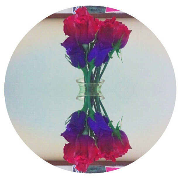 Just some #flowers #mirrors #gravity #psychedelic #roses #colorful #hipe #nature #bored #shaped #instahooked #pretty #cute #kawaii #photoeditor #apps #androids #surreal #hippie
