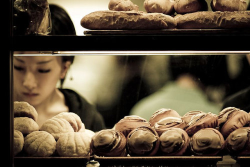 j-p-g:  パン選び / Japanese bakery on Flickr
