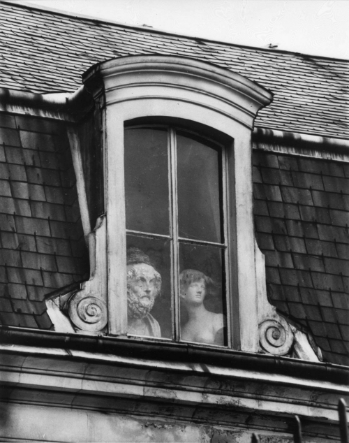 ranciavida:  A Window on the Quai Voltaire, Paris, 1928 by André Kertész
