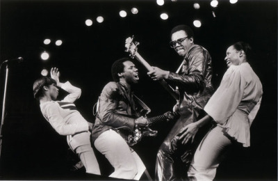 Chic playing Le Freak
