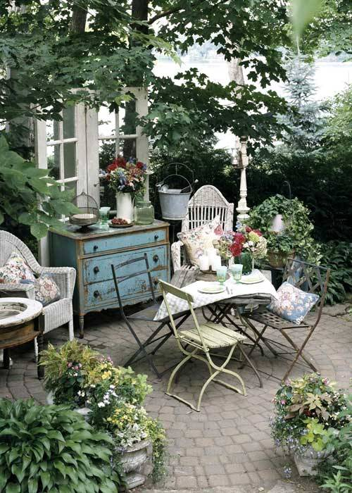 prettie-sweet:  (via Creating Outdoor Spaces for Country Living)