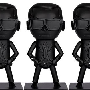 tokidokibrand:   Check out the special edition all black Karl Lagerfeld collectible vinyls exclusively made for the opening of his St. Germain store in Paris.Stay tuned for more tokidoki x Karl Lagerfeld news!