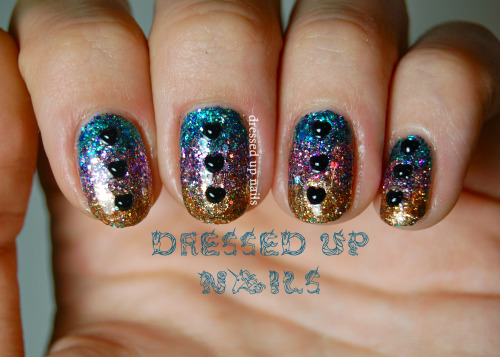Day 4 of bling week is a tri-color gradient with Shimmer Polish and black heart rhinestones! You guys wouldn't believe how sparkly these were IRL, they almost blinded me. More at the full post!