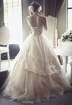 seafoam-and-stardust:  this wedding dress tho