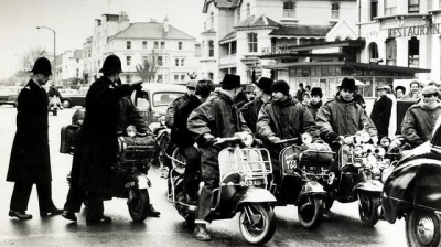 theswinginsixties:  Mods coming into Brighton, England, 1964. Photo by Terry Disney.