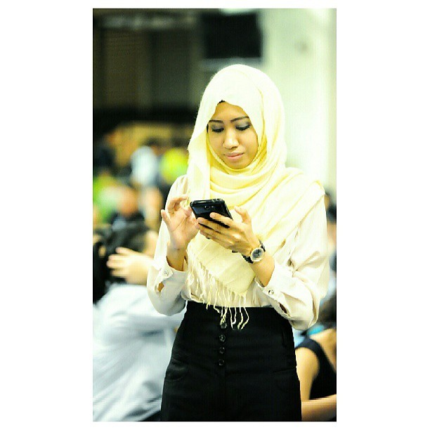 flylikeabulbul:  caught on camera. #paparazzi #hijab