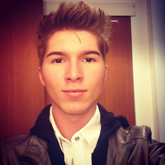 imjustamultifandommess:  GUYS IT'S PAUL BUTCHER FROM ZOEY 101 OMFG .