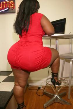 planetofthickbeautifulwomen:  #Thick  #Chocolate   #LadyinRed  #Captivating  #Ebony  #Curvy  #MilkShake