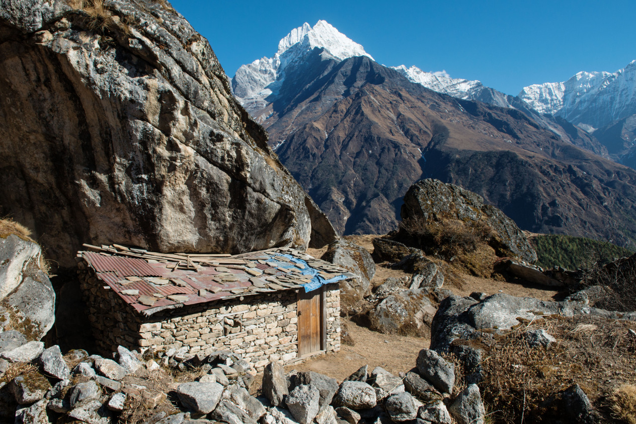 bigggbird:  Hut in the fields above Darok, Nepal.