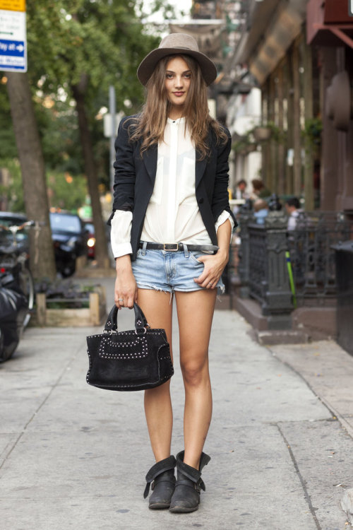 exhalevogue:  Cute outfit, cute girl