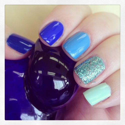 Currently: #blue #ombré mani 🌌🌀💙💠💎 #ombrenails #notd
