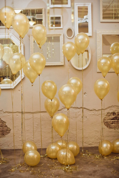 gloryhole-gloria:  I want gold balloons.