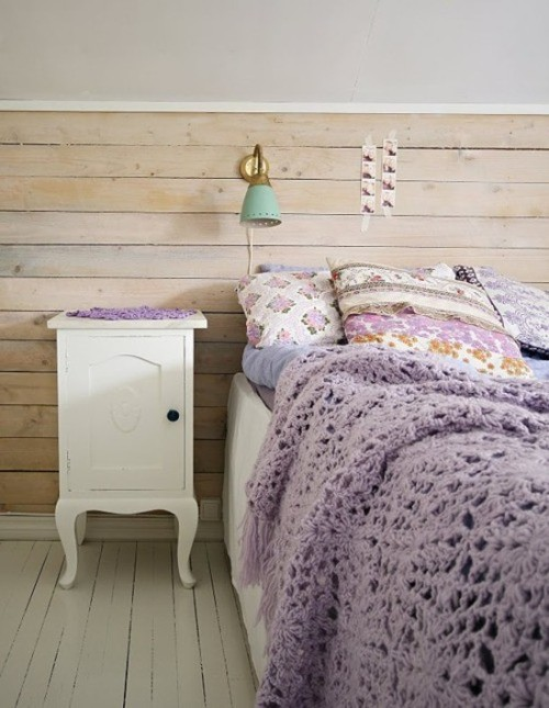 Love this pastel purple bedroom (via En 2013, le pastel, c'est has been ? - Moody's Home)