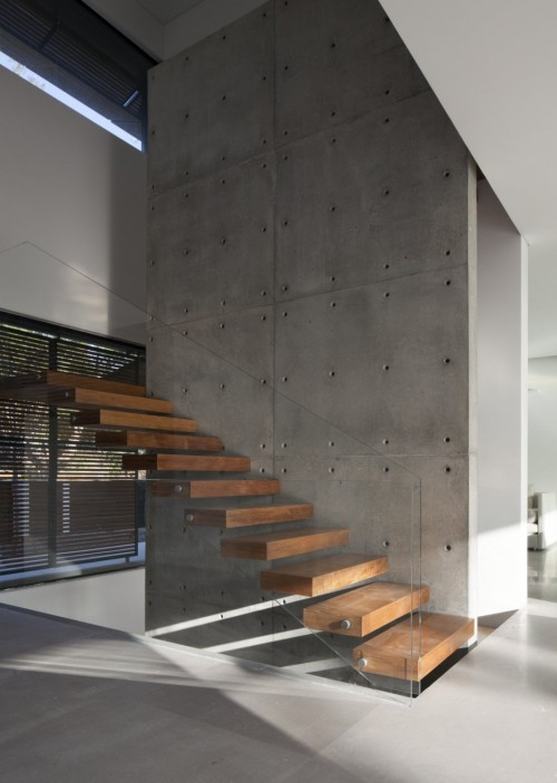 (via Kfar Shmaryahu House by Pitsou Kedem Architects)