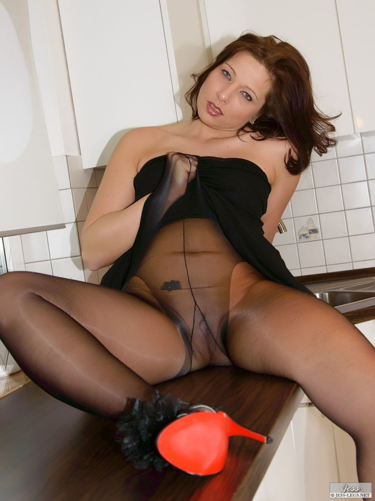 Mature legs in pantyhose
