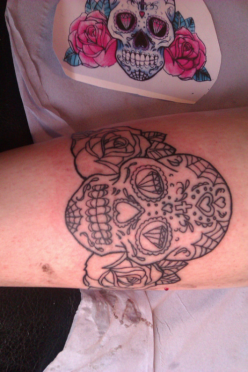 day of the dead skull started just outlining done today