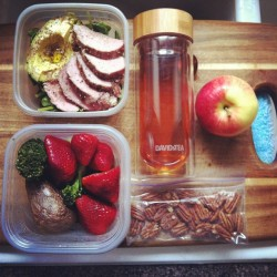 fitness-barbie:  f0rever—in—paradise:  perfect lunch <3