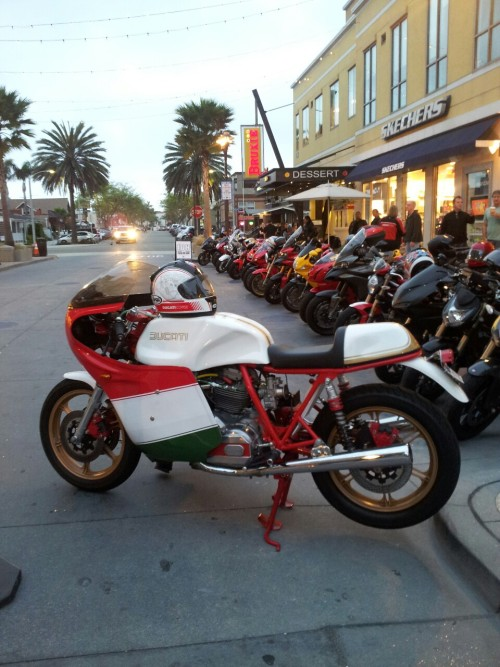 wulfkraft:  Italian bike night. Good thing I had a v-twin so I was able to sneak in mostly undetected.