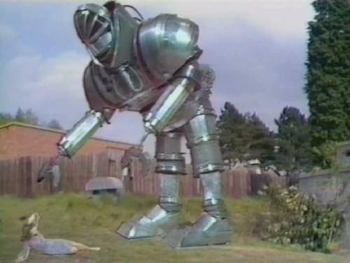 elevenacres:  giant robot from episode four of Doctor Who
