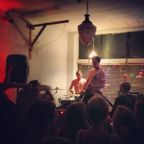 The Howl. #chicago #houseshow #music #band #thehowl #live @scruffyjackson @jennaraynejohnson @somethingwithfoxxes @lxndrharrell @betsybosss @after_reality @natdavclif  (at Autotelic Co-Op)