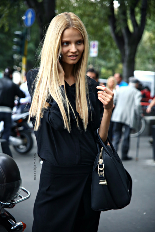 vogue-flair:  weneedfashion:  Magdalena Frackowiak  message me if you're 100% street style, need more blogs to follow!