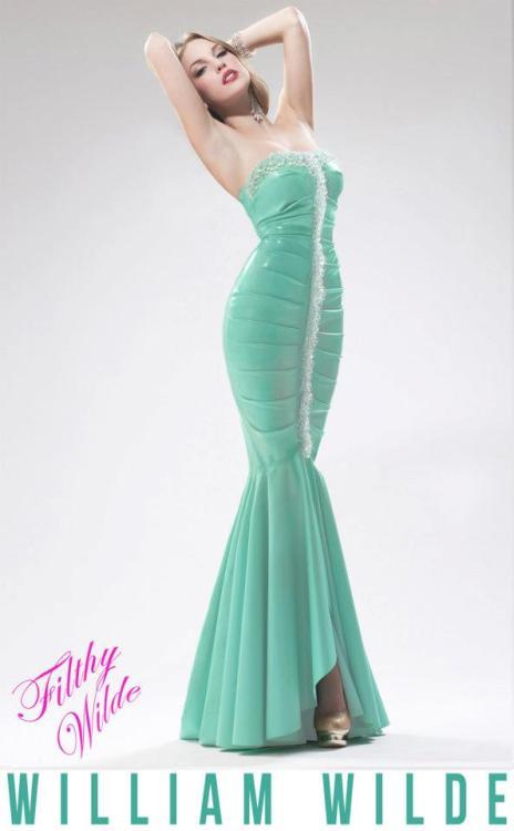 landoflatex:  Stunning latex dress