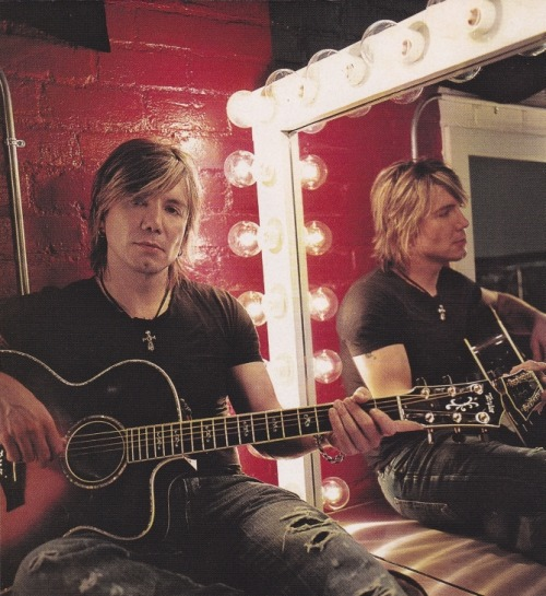 abstractjenn:  Photo from Guitar World Acoustic, August 2006 Edition All rights reserved to the original photographer and magazine.