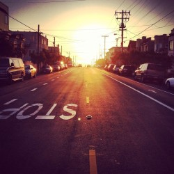 torilesikar:  .stop & take a minute.// #sunset #sanfrancisco #california #richmond #stop #street #sf #cars #sun #magichour #middleoftheroad #oceanbeach #wires #lines #powerlines (at Balboa Theater)