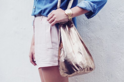 what-do-i-wear:   DIY BUCKET BAG (image: apairandaspare)