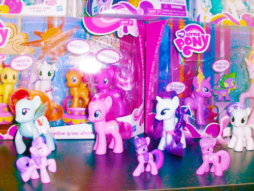 Pony collection update! I finally got Luna and white Celestia. *__* All I need now is Cadance and Shining Armor. My collection is not that big. I´m not interested in owning every single pony. I just want the main cast. The only pony I collect in different versions is Twilight, my favorite. ~