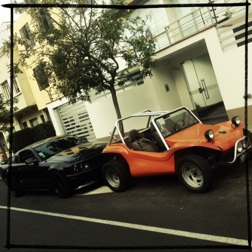 The Odd Couple  #supercars #musclecars #dunebuggy #mustang #black #orang #cars #instacars #odd #couple #street
