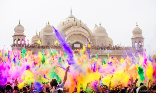 (via Colorful Powder Fills the Air at Utah's Festival of Color - My Modern Metropolis)