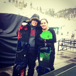Snowboarding today! Was pretty sick but now my butt hurts 😊😨😉💜 #bigbearlake #snowboarding  #fieldtrip (at Big Bear!)