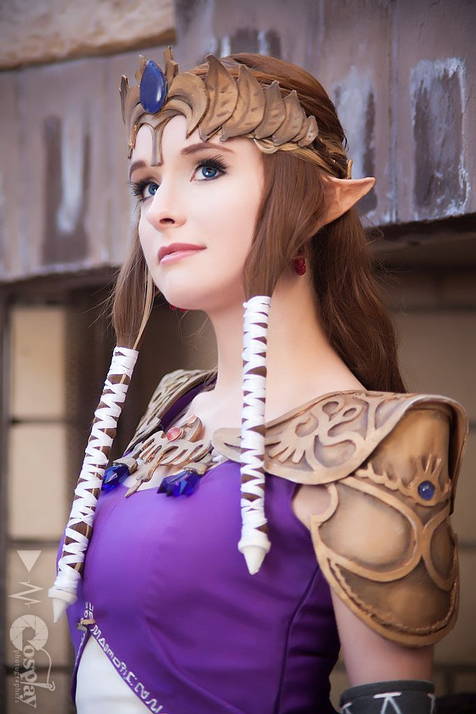 cosplayblog:  Princess Zelda from Legend of Zelda  Cosplayer: RikkuGrape [dA / FB]Photographer: Darkain Multimedia [WW / TW / dA]   BADASS.