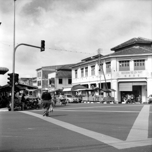 'A Small Town Called Parit : Centre crossing' I fell in love with this little town when I first visited it with my parents so many years ago. Every Monday morning there will be a Monday morning market that showcases a large variety of local produce, some very alien to a city dweller like me. So to honor this favorite town of mine, Im dedicating this small ongoing photo-project so that I can shared this wonderful little town to the world.