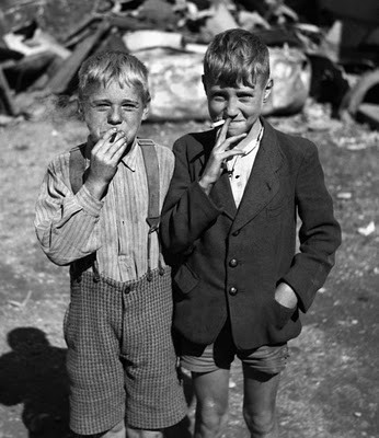 varonmag:  NO SMOKING Two kids smoking, Unknown. -Post by Hugo Lavín