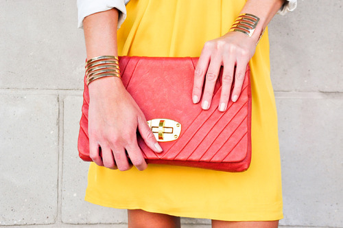 Red clutch. Impossible not to draw attention.