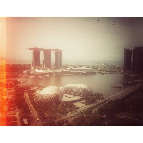 Snapped this from the 38th storey! Beautiful scenery indeed. (at Swissôtel The Stamford)