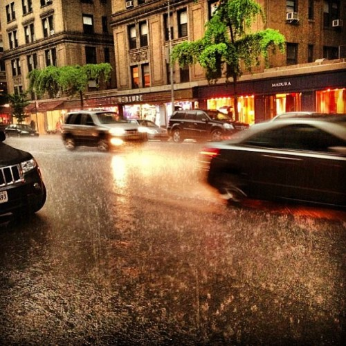 Aaaaand we're soaked…. #rain #thunder #madisonavenue #nyc #springshowers  (at Chuckies)