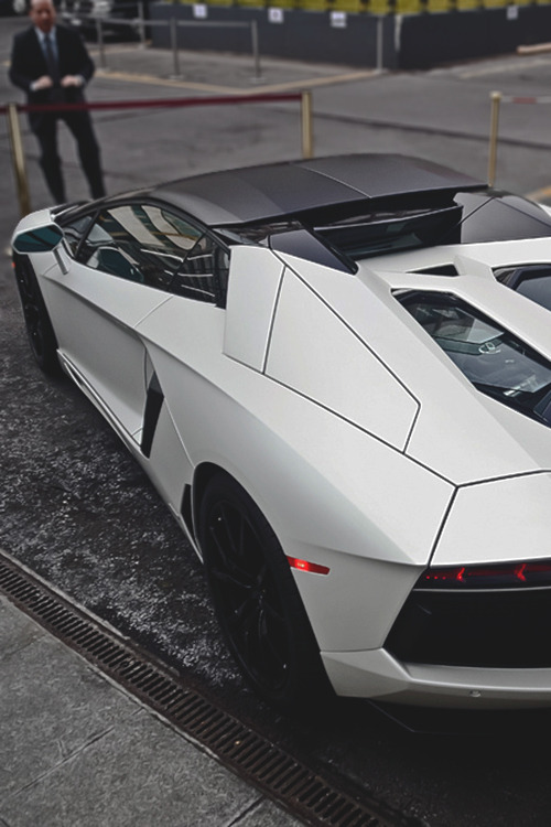 negro-pleaase:  Avi Roadster