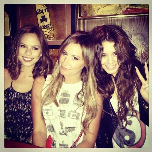 Ashley Tisdale, Vanessa Hudgens - With my pretty ladies @VanessaHudgens & @ashleytisdale at The @Smo