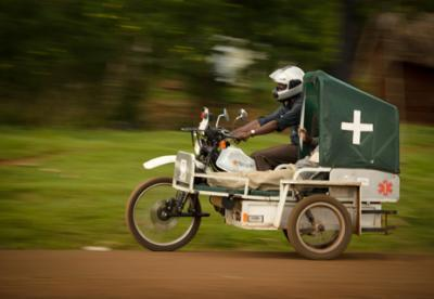 anxiaostudio:  These boda bodas are essentially ambulances. Known variously as mAmbulance (mobile Ambulance) or BodAmbulance, seven re-tooled boda bodas have taken more than 4,200 emergency cases within the Mbale, Manafwa, and Bududa districts since the first run in December 2010. (via Accessing Health Services in Uganda: Boda Boda to the Rescue! | Think Africa Press)