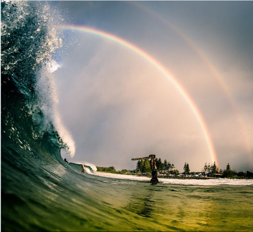 Rainbow over The Wreck, Byron Bay. Pic poached from @alexfringsphoto on Instagram