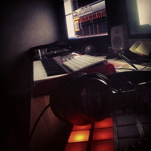 #maschine#late#session#training#hard#native#instruments#akai#max49#apple#genelec#imac#sony#logic#pro#mpc#ig#igers#instagram#instagrammers#iphone#iphoneonly#webstagram#iphoneworld#luleå#sweden