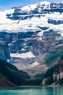 vurtual:  Gem Of The Canadian Rockies Lake Louise (by Tommy Farnsworth)