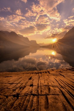 sailor-boy-rocky:    Could Sunrise Be More Beautiful……….mmmmmm
