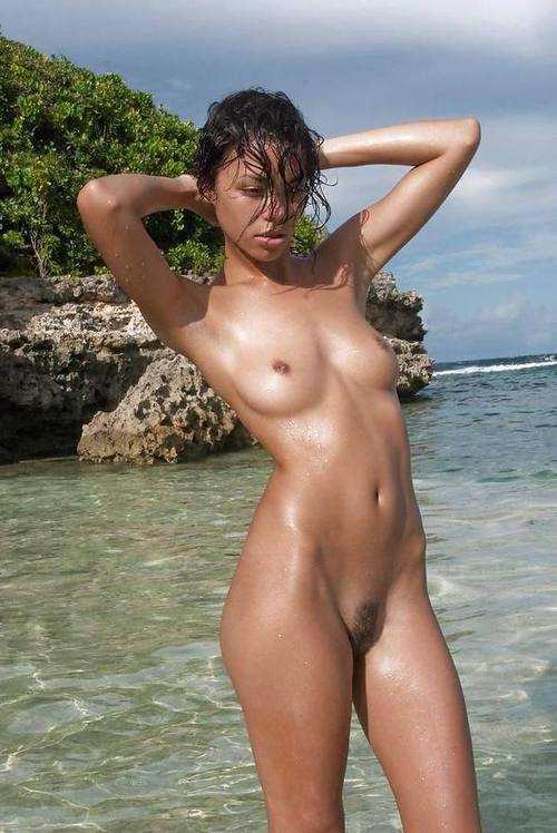 sexyoutsidephotos:  Girls & Couples who love outdoor fun - Follow on Twitter