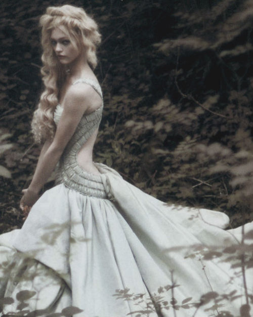 nomecalles:  Sasha Pivovarova by Paolo Roversi, Vogue Italia September 2007