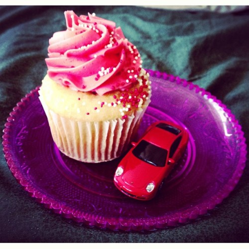 Hope your day is extra sweet! ❤ #Cupcake #yummy #Porsche #911 #ValentinesDay #VDay